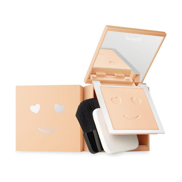 Benefit Cosmetics hello happy velvet powder foundation in nude,