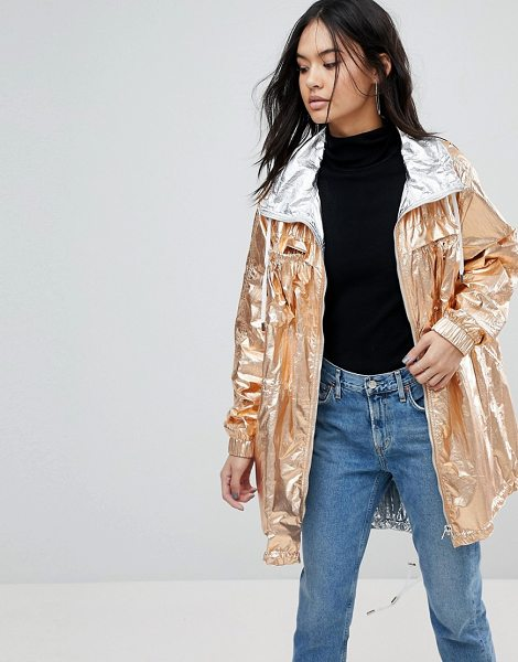 Blank NYC Blank NYC Reversible Metallic Rain festival Jacket in rosegold - Jacket by Blank NYC, It s the return of the mac,...