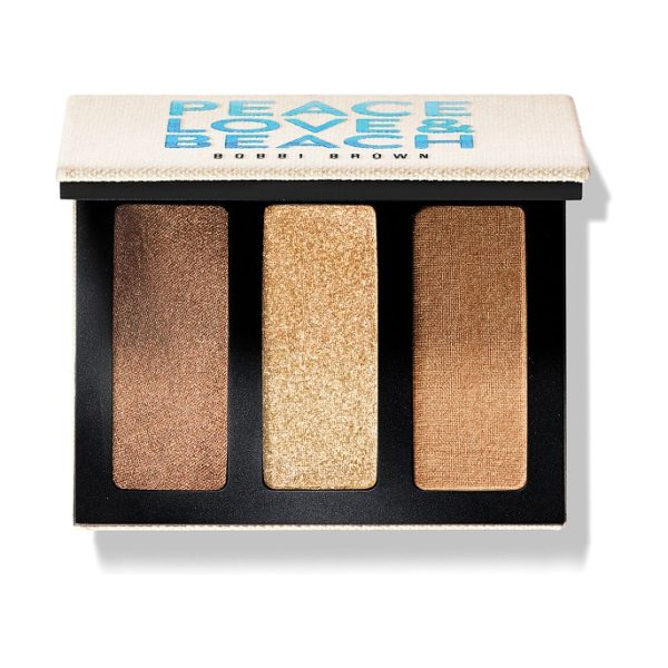 Bobbi Brown eyeshadow trio in trio beach - What it is: An eyeshadow trio inspired by the elements....