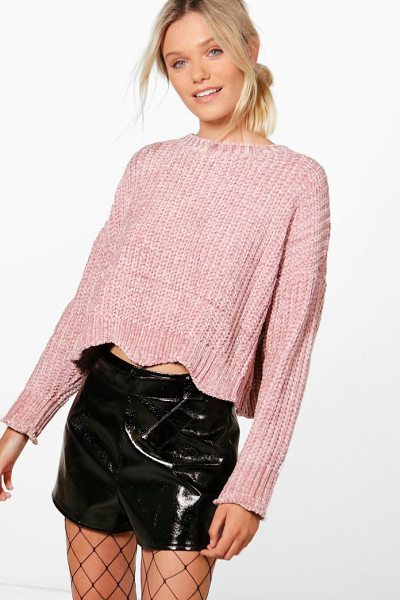 Boohoo Alex Wavy Hem Cropped Chenille Jumper in rose - Nail new season knitwear in the jumpers and cardigans...