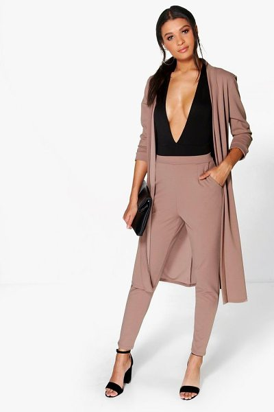 Boohoo Harriet Pocket Scuba Crepe Tapered Trouser in mocha - Show 'em what you're working with in style with the...