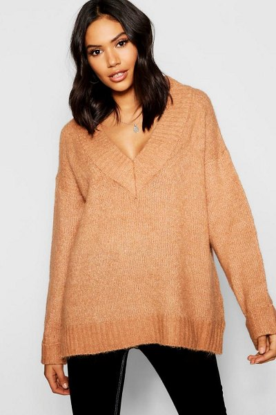 Boohoo Loose Fit V-Neck Jumper in camel - Nail new season knitwear in the jumpers and cardigans...