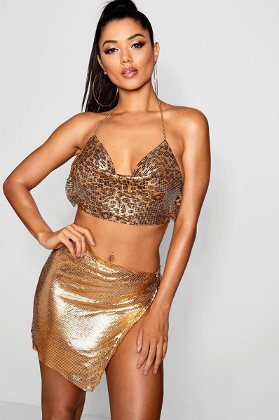 457cdddc2cff2 Boohoo Metallic Chain Open Side Mini Skirt in gold - Skirts are the  statement separate in