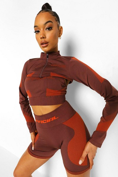 Boohoo Ofcl Seamfree Contour Extreme Crop Zip Up Top in chocolate