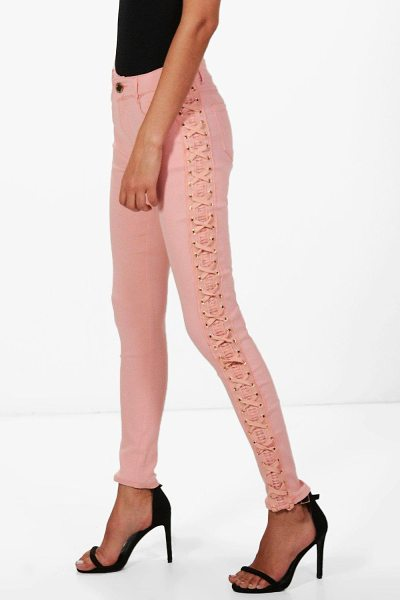 Boohoo Penelope Mid Rise Skinny Jeans in pink - Jeans are the genius wear-with-anything wardrobe...