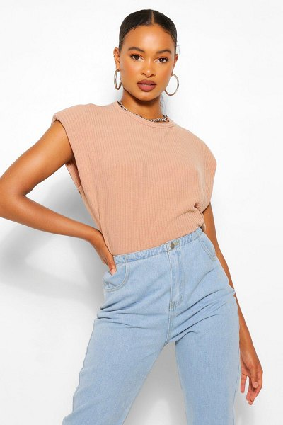 Boohoo Ribbed Shoulder Pad Tee in camel