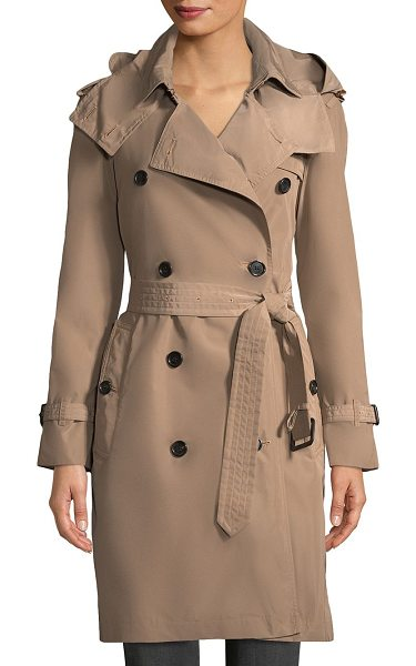 Burberry amberford hooded coat in sisal - Hooded coat in double breasted design. Attached hood....