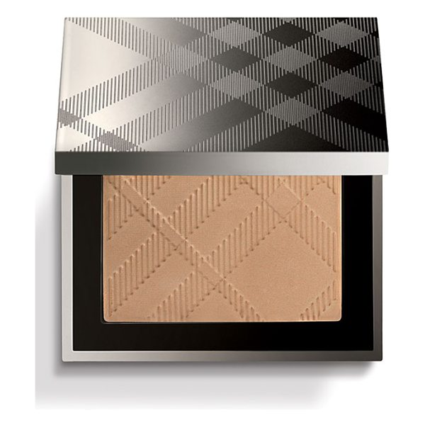 Burberry Beauty warm glow natural bronzer in no. 03 nude glow - Get a bright and radiant finish with warm glowing skin,...