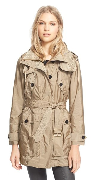 Burberry Brit chevrington belted jacket in sisal - A lightweight belted jacket equipped with a fully...