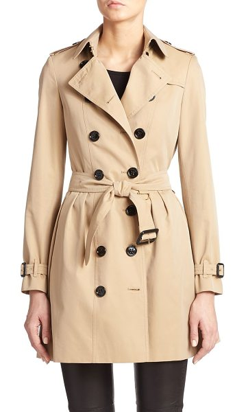 Burberry London Edenborough pleat-back short trenchcoat in honey - Shorter and smarter than a traditional trench, but with...