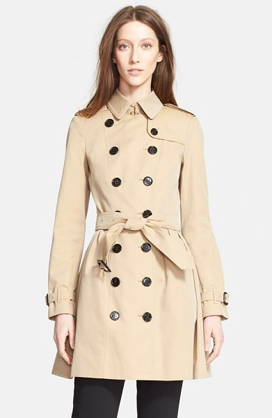 BURBERRY LONDON edinborough cotton trench coat - Dark buttons and leather-covered buckles pop against the...