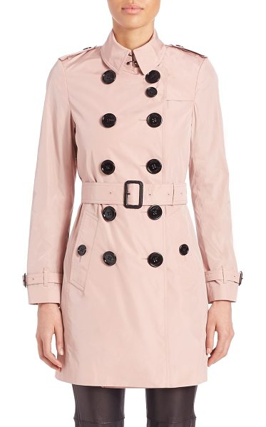 Burberry London Lightweight taffeta trenchcoat in pink - Classic trench in lightweight, high-shine taffetaPoint...