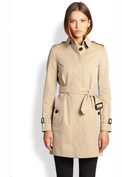 Burberry London Rochester trenchcoat in honey - The classic trench is recast with a concealed placket...