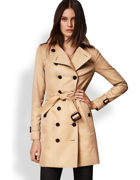Burberry sandringham mid-length heritage trench coat in honey - Cut from fine cotton gabardine and lined the house's...