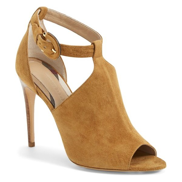 BURBERRY luddington sandal - A covered horseshoe buckle lends an equestrian touch to...