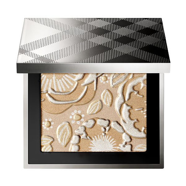 Burberry runway palette - A makeup palette with illuminating powders for the face...