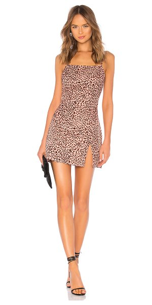 by the way. kensley high slit shift dress in pink leopard