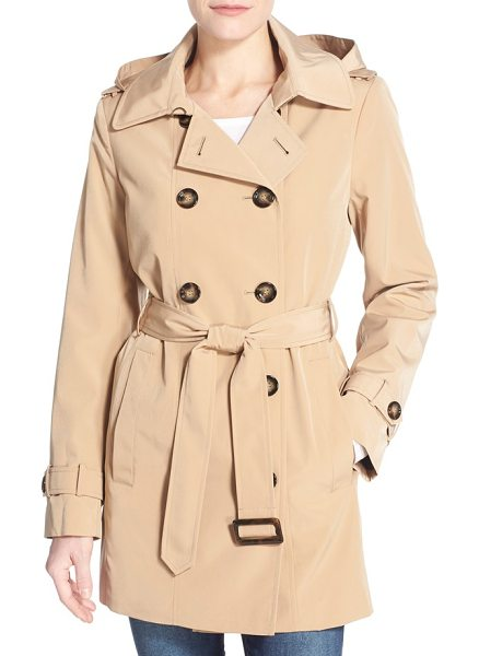 Calvin Klein double breasted trench coat in khaki - A shorter version of the timelessly styled trench is...