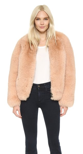 Cedric Charlier Fur coat in pink - A luxurious Cedric Charlier jacket composed of plush fox...