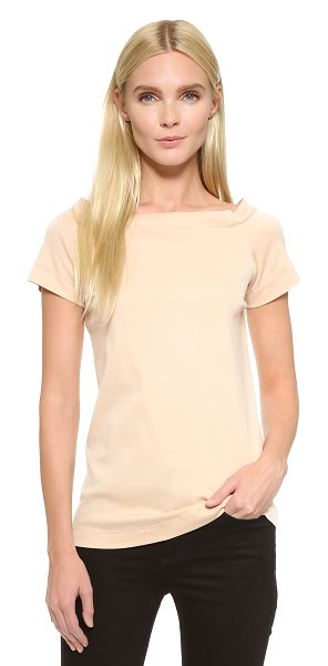 Cedric Charlier T-shirt in nude - A simple Cedric Charlier tee in a ladylike boat neck...
