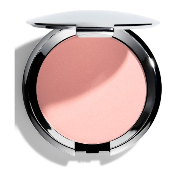 Chantecaille compact makeup powder foundation in peach