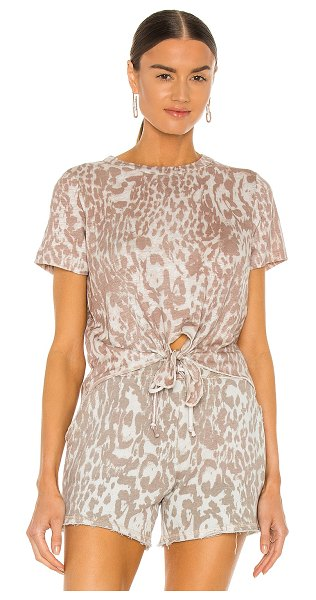 Chaser linen jersey cropped short sleeve tie front tee in white cheetah
