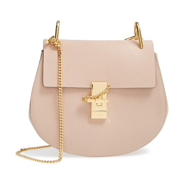 CHLOE drew leather shoulder bag in cement pink gold hrdwre - Chloe's newest take on the saddle bag is the epitome of...