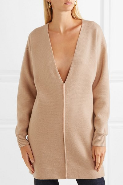 Chloe iconic oversized cashmere sweater in beige - Chloé's Pre-Fall '18 collection is devoted to the pieces...