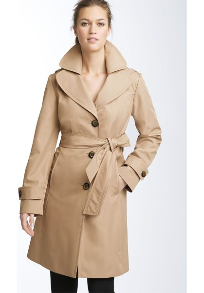 COLLECTION ELLEN TRACY short hooded trench - Glossy buttons fasten a water-resistant trench topped...
