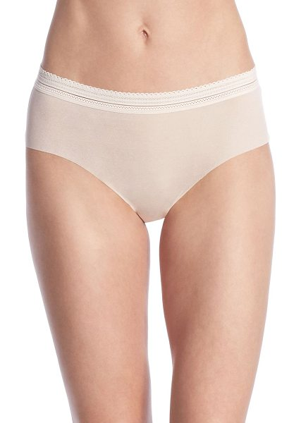 COSABELLA laced in aire hotpants - .Elasticized hotpants featuring scalloped lace trim....