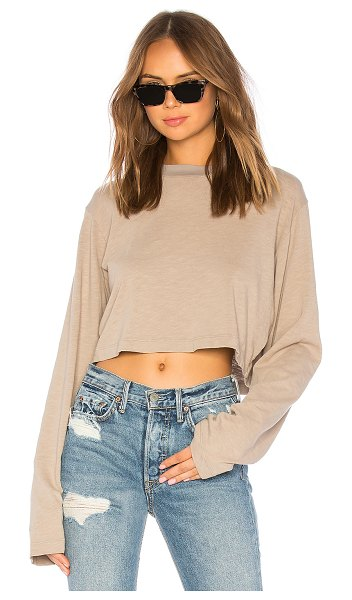 COTTON CITIZEN the tokyo crop long sleeve tee in cappuccino
