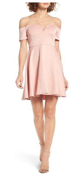CREAM AND SUGAR cream & sugar sweetheart off the shoulder dress in blush - A delicate sweetheart neckline elevates a trendy...