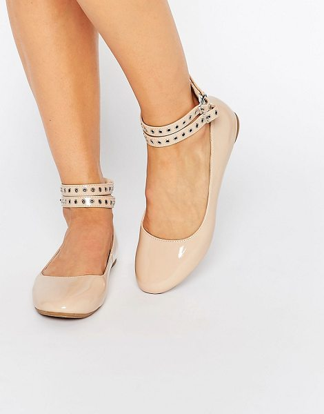 Daisy Street Multi Ankle Strap Nude Flat Shoes in beige - Flat shoes by Daisy Street, Faux-leather upper, Patent...