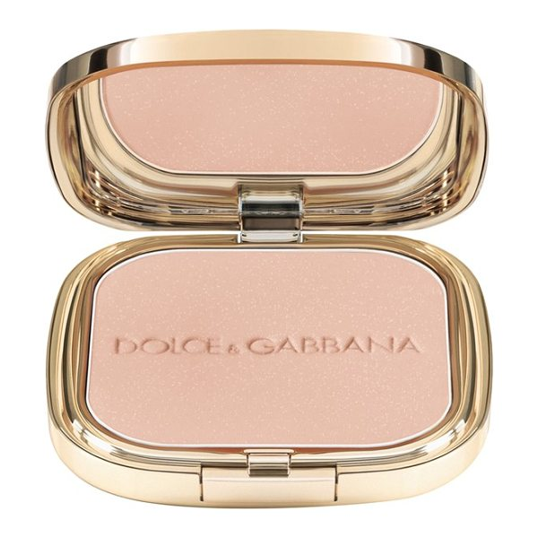 Dolce & Gabbana Glow illuminating powder in luna 4
