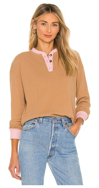 DONNI. thermal henley top in camel & rose
