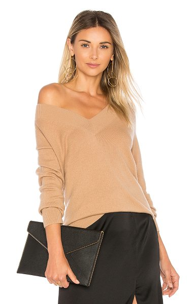Equipment Linden Sweater in brown - Cashmere blend. Hand wash cold. Knit fabric. EQUI-WK181....