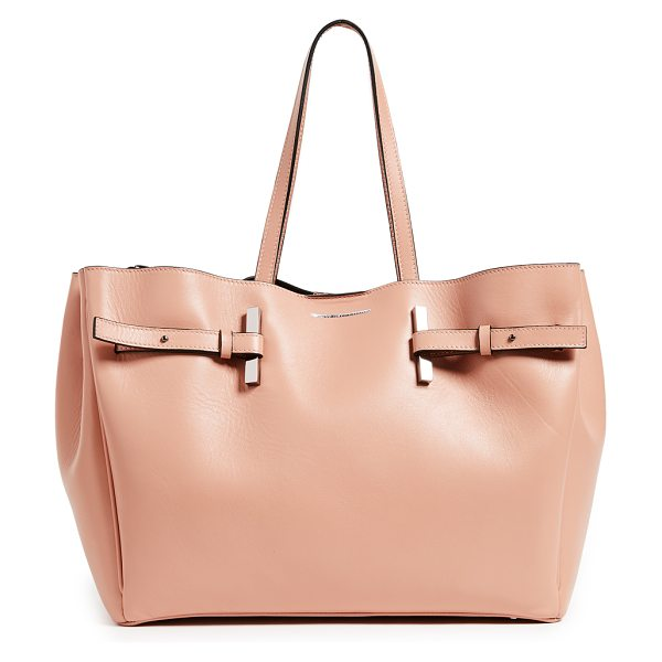 Estemporanea mary shopping bag in tan - A roomy Estemporanea tote, rendered in smooth leather...