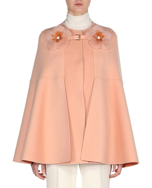 Fendi Cashmere Cape with Mink Flower Buckle in pink - Fendi cape in double-face cashmere. Dyed mink fur...