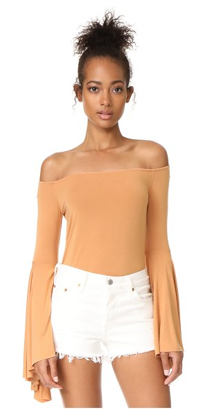 FREE PEOPLE birds of paradise top - This soft Free People shirt has an off-shoulder profile...