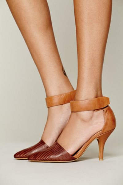 Free People Drake heel in tan / brown lizard - Double textured leather and suede heel with pointy toe...