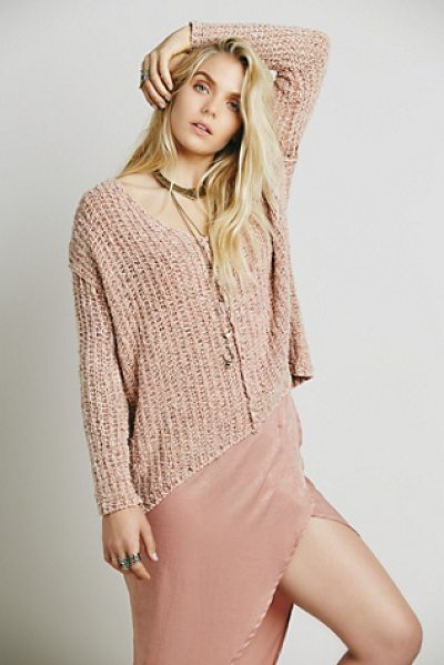 FREE PEOPLE Dreamweaver pullover - Chunky knit pullover featuring a V-Neck and a subtle...
