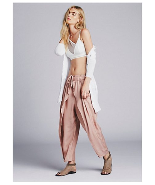Free People Slouchy harem pant in vintage pink - Silky slouch harem pants with a petal leg and gathered...