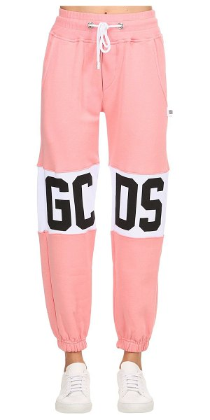 Gcds Logo print cotton sweatpants in pink - Elastic waistband with drawstring. Elastic cuffs at hem...