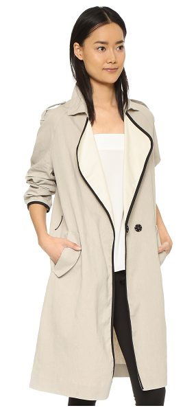 GIADA FORTE Trench coat with leather in sabbia - A crisp, lightweight Giada Forte coat in a loose...