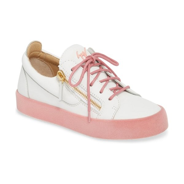 Giuseppe Zanotti maylondon sneaker in white/ pink - Gleaming zippers add signature glamour to this...