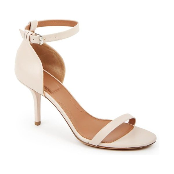 Givenchy Leather sandals in nude - Classic leather sandals crafted with a modern-minimalist...