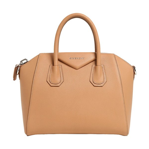 Givenchy Small antigona grained leather bag in camel - Height: 23cm Width: 28cm Depth: 17cm. Detachable leather...