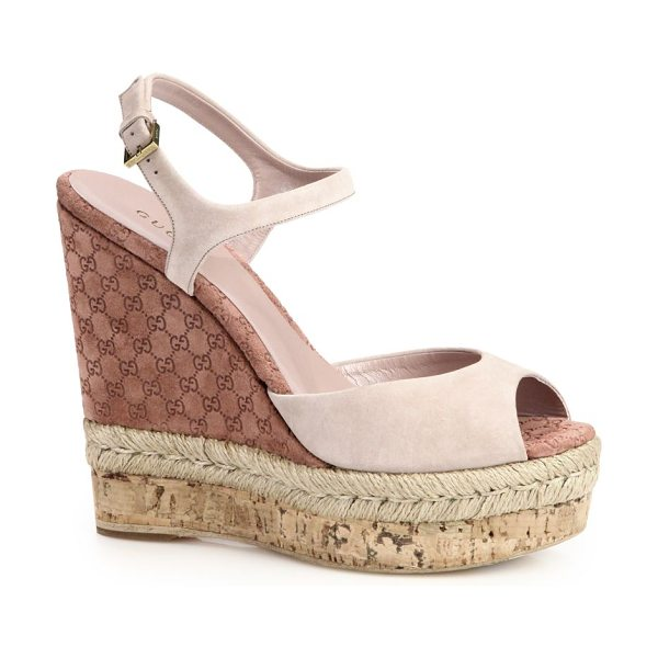 Gucci Hollie suede cork wedge sandals in cream - Combination wedge made of natural cord, logo-embossed...
