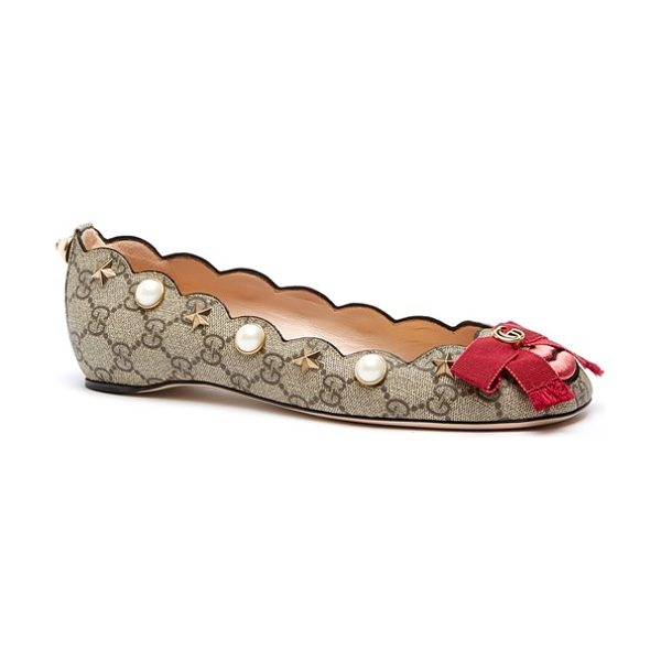 Gucci lexi scalloped flat in beige - Delicate star studs, oversized imitation-pearl accents...