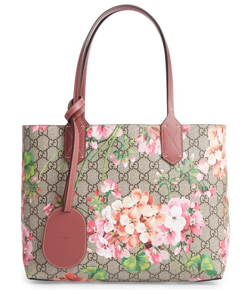 Gucci small gg blooms reversible canvas & leather tote in beige ebony multi - Gucci's signature Blooms print and double-G Supreme...